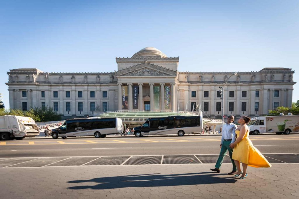 Couple walking in front of Brooklyn Museum at a Brooklyn Museum engagement shoot