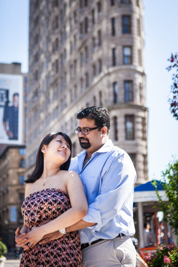 Couple hugging in front of Flatiron Building