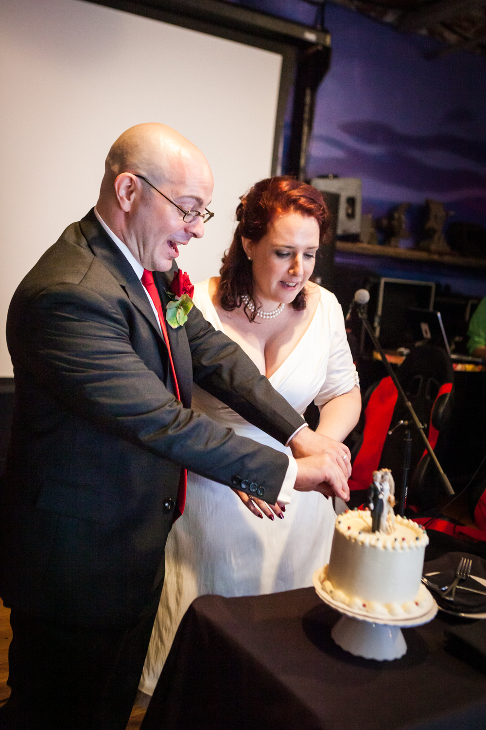 Bride and groom cutting cake at a DUMBO wedding