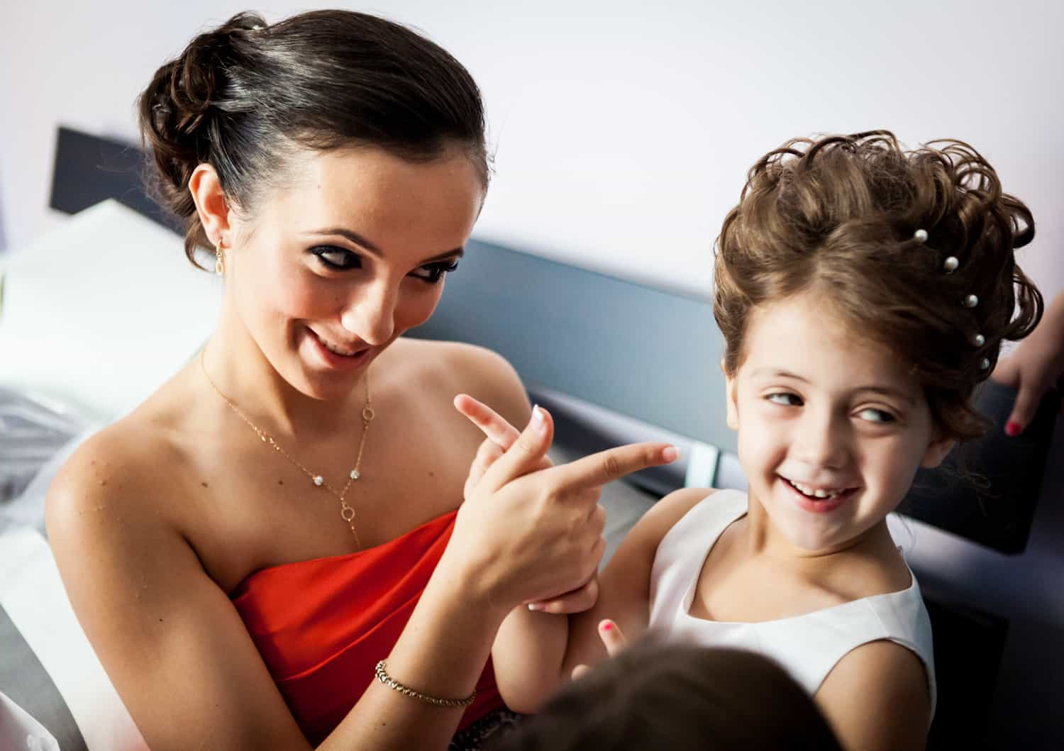 Bridesmaid pointing at little flower girl