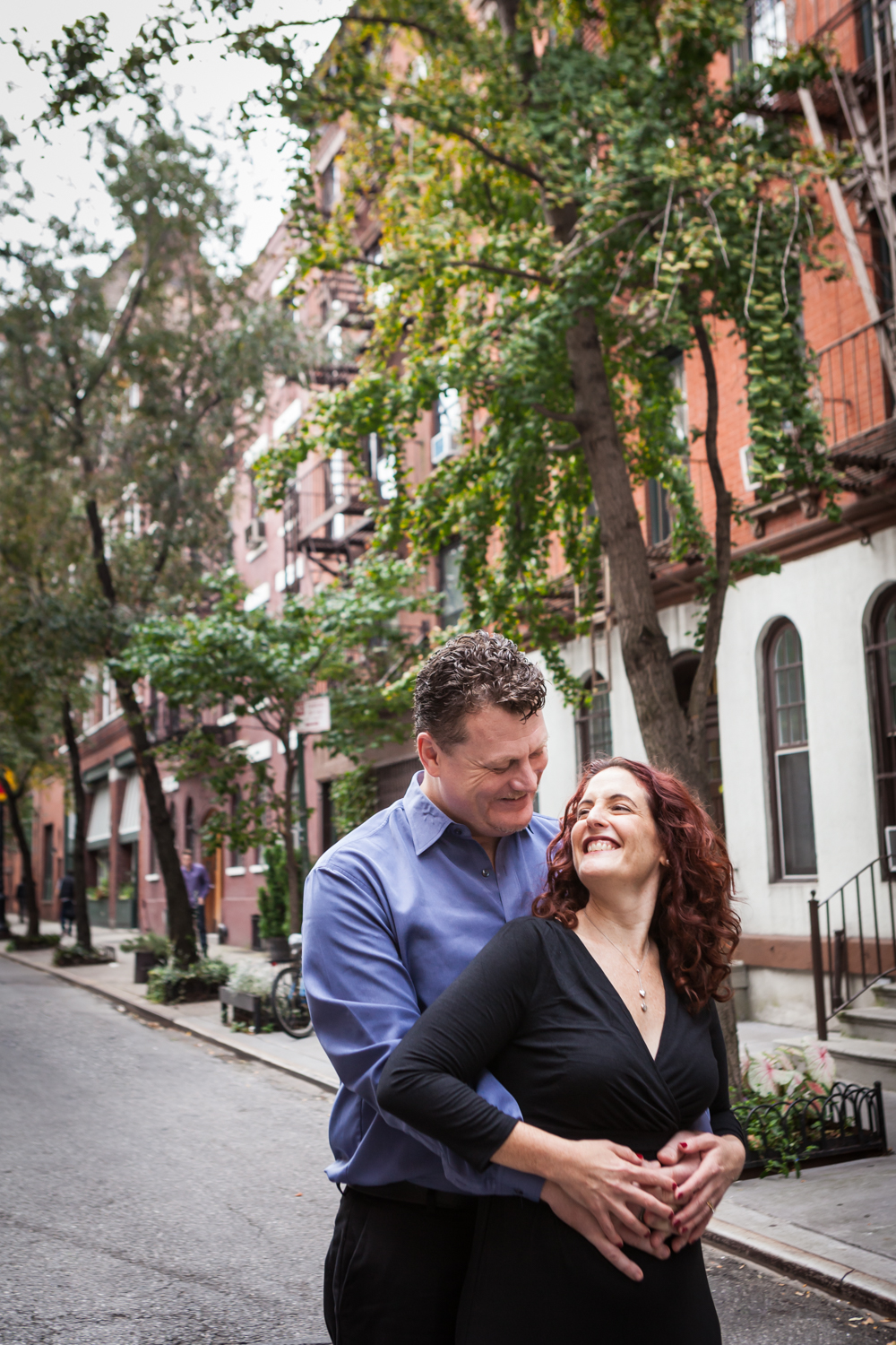 High Line engagement photos of couple in front of Greenwich Village brownstones