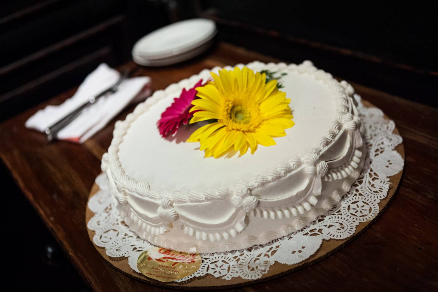 Close up on one-layer wedding cake with flowers on top