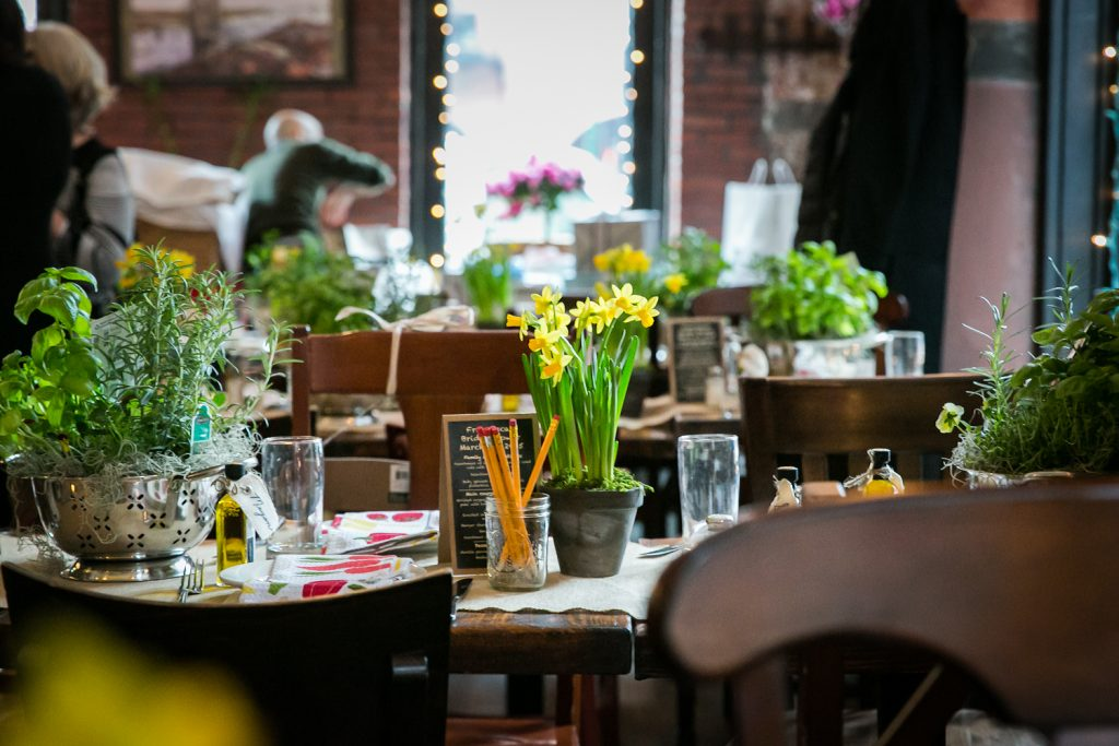 Table setting with daffodil centerpieces