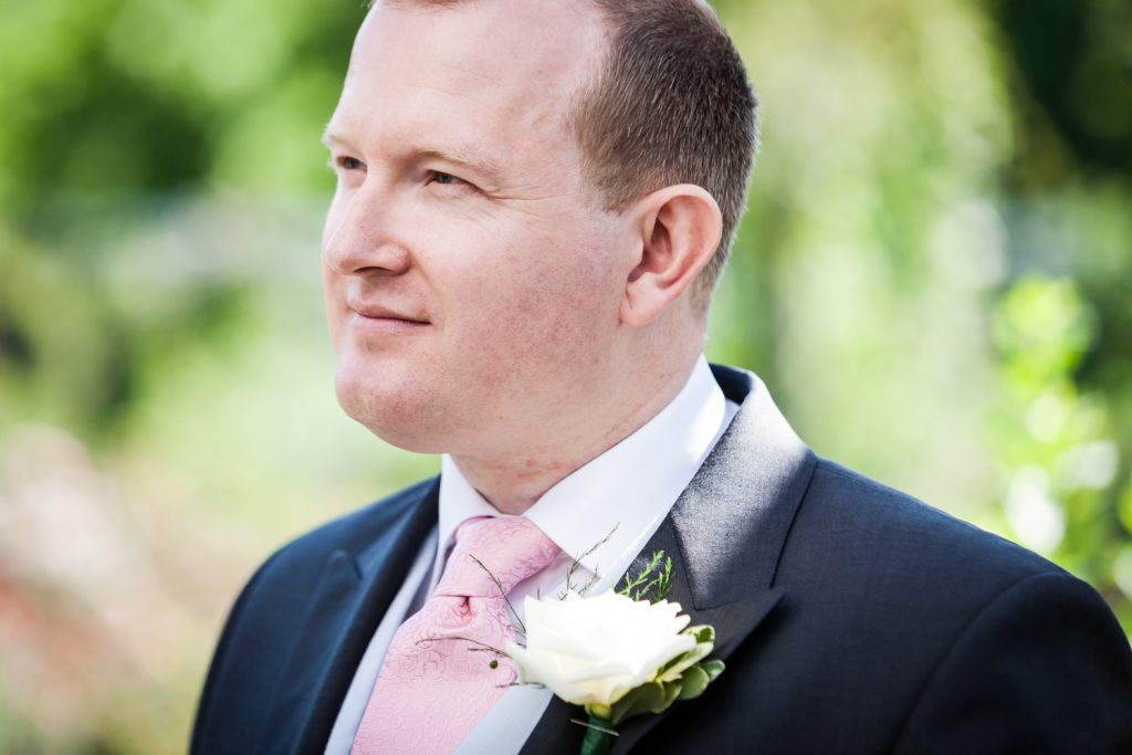 Close up on groom with pink tie at an Brooklyn Botanic Garden wedding
