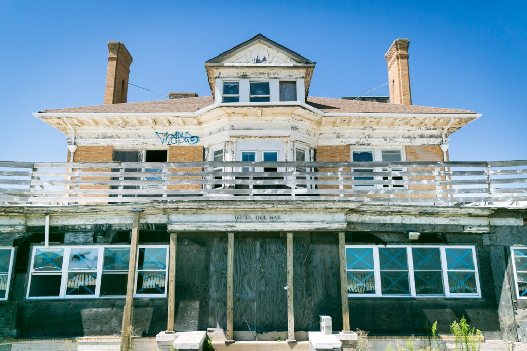 Abandoned Hotel Del Mar in Far Rockaway