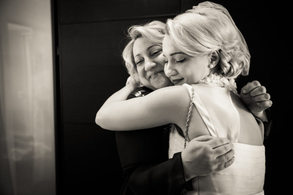 Bride hugging her mother before her Scottadito wedding