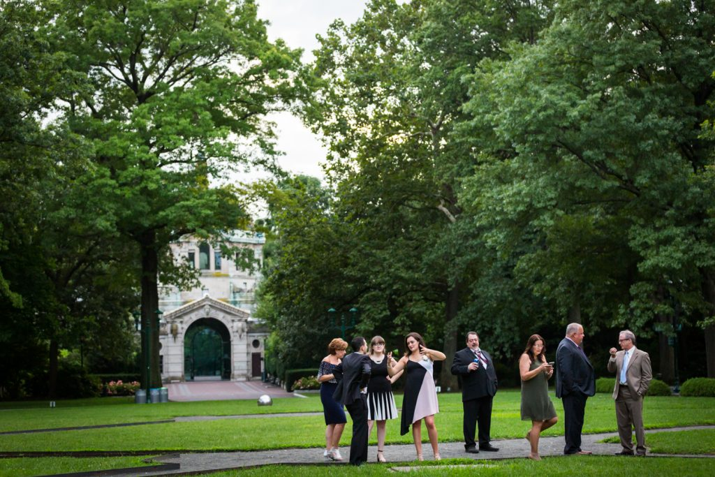 Cocktail hour guests in Astor Court at a Bronx Zoo wedding