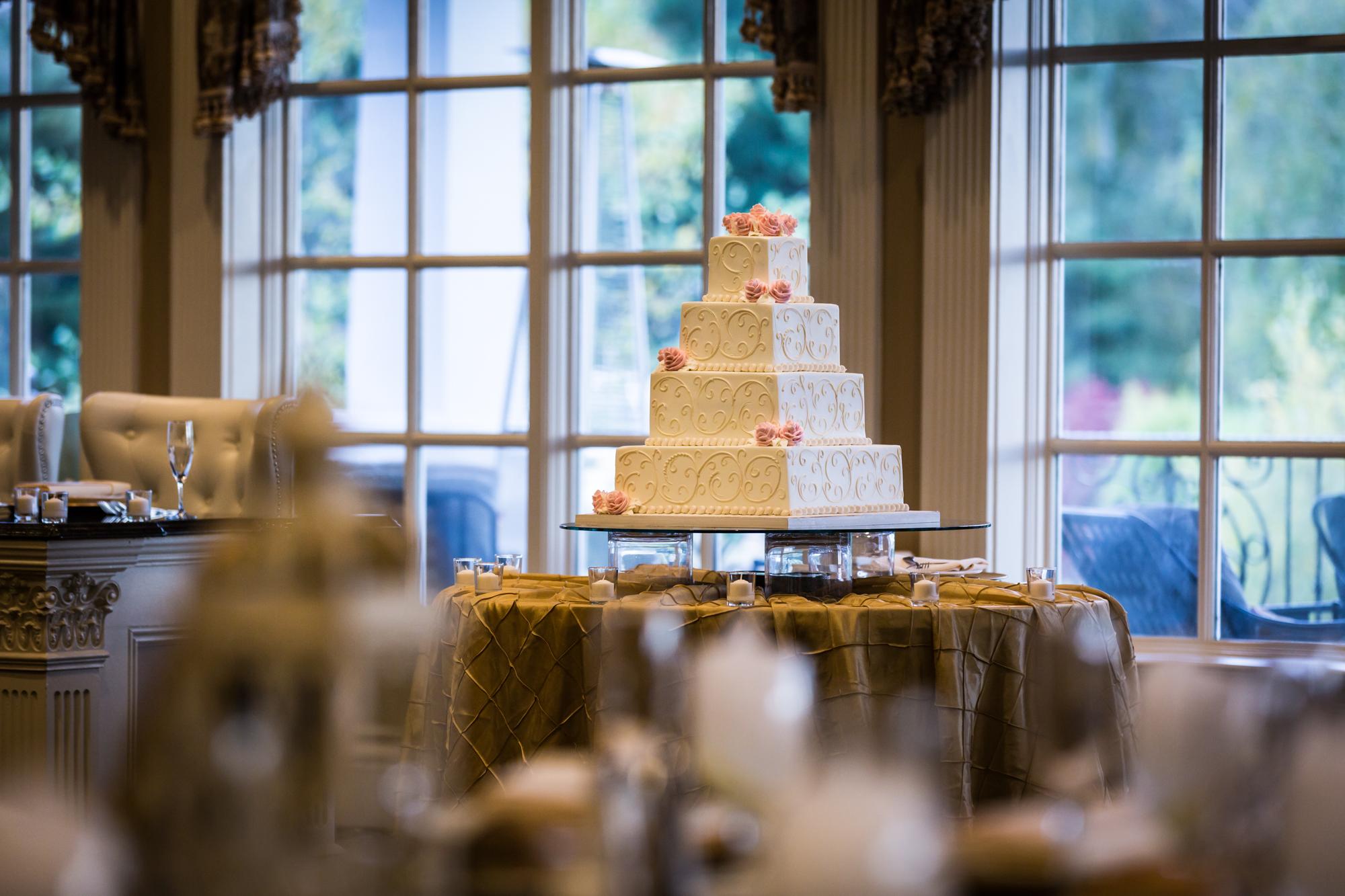 Wedding cake for an article on band vs DJ