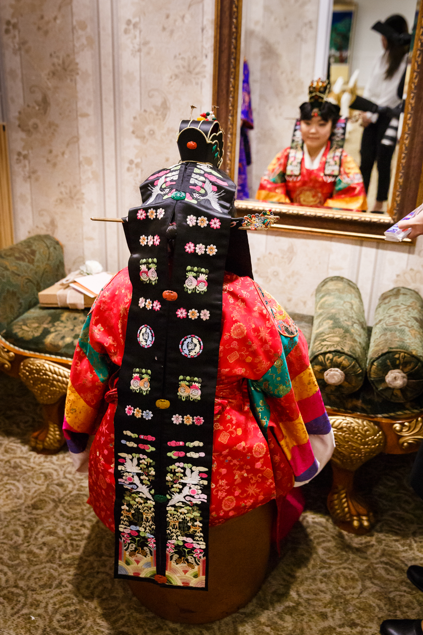 Bride's dot'urak daenggi worn in a traditional Korean pyebaek ceremony