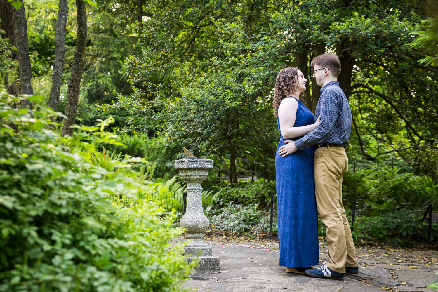 Couple recreating proposal in Shakespeare Garden engagement photos