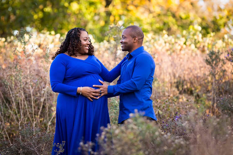 Photoshoot ideas for pregnant couples