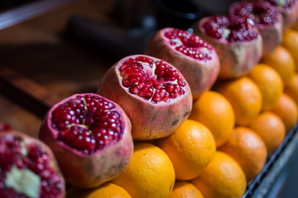 Pomegranates and grapefruit for sale in Istanbul, Turkey
