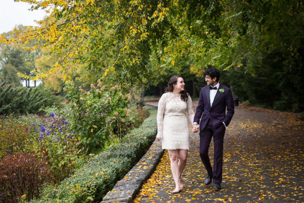 Couple walking in Heather Garden in Fort Tryon Park