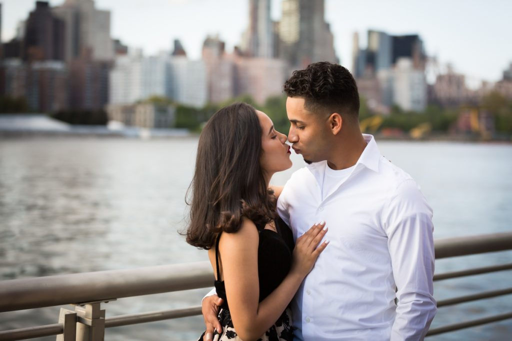 Couple kissing on waterfront in Gantry Plaza State Park