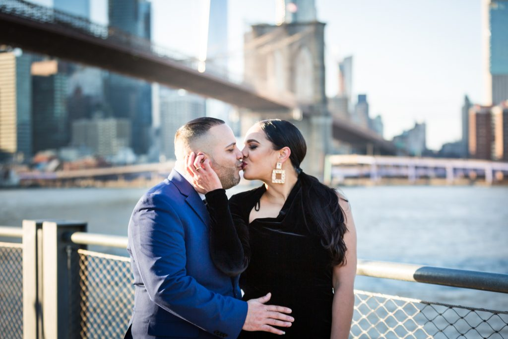 Couple kissing with Brooklyn Bridge in background